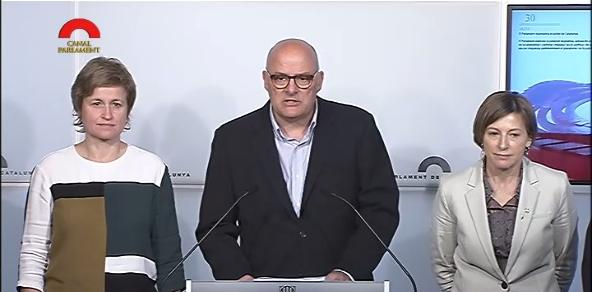 Corominas, amb Anna Simó i Carme Forcadell al Parlament