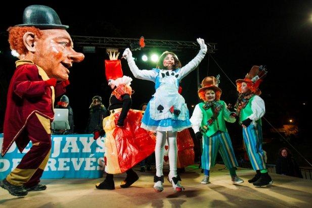 El Joan Blanquer celebra el premi per la carrossa del país de les meravelles