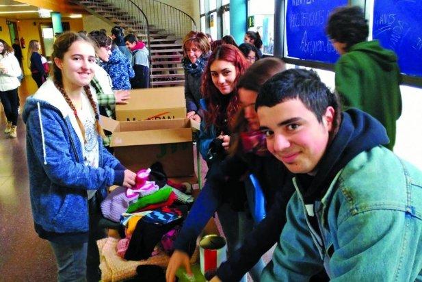 Recull de roba d'abric a l'institut Castellar
