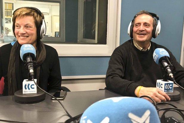 La Julita i el Josep als estudis de Ràdio Castellar