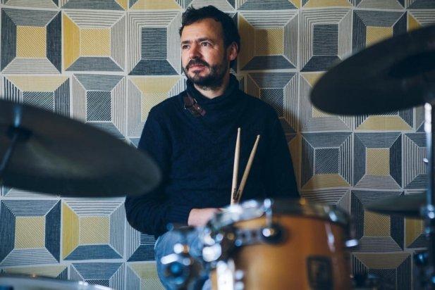 Oriol Casas, baterista i compositor de música electrònica