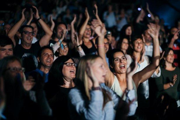El públic va acabar dempeus al concert del Gran Wyoming