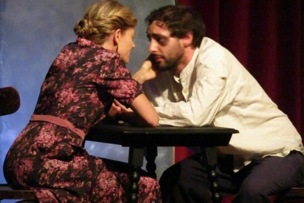 Moment de l'obra 'Les trompetes de la mort', amb Joan Romeu,  a la dreta.