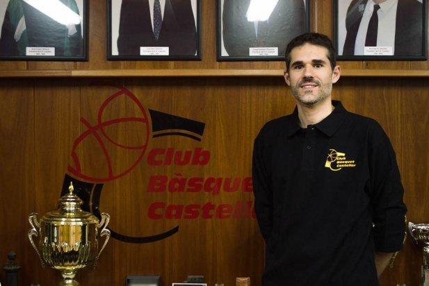 Raúl Jodra a les oficines del club durant la presentació oficial._617x412
