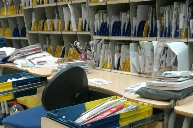 Les cartes s'cumulen a la carteria de Correus de Castellar_617x412