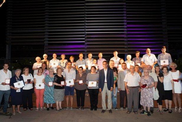 Foto de família dels guardonats d'aquest 2016 amb la Medalla de la Vila
