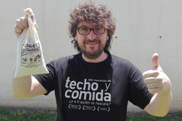 Juan Miguel del Castillo, mostra el sac mig ple perquè ja les ha tastat_617x412