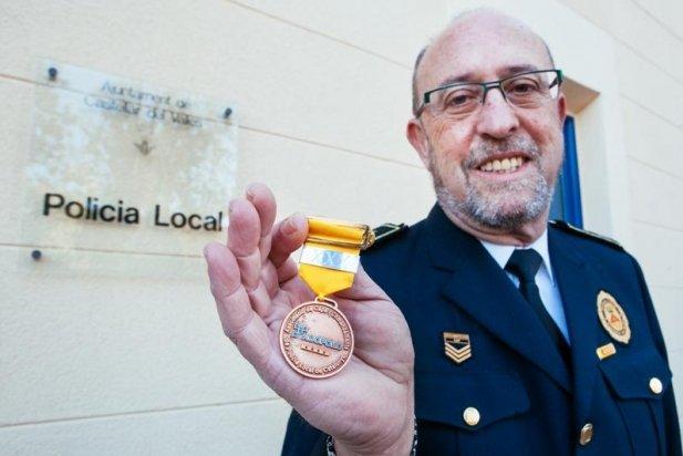 Joan Alonso va rebre una medalla pels seus 30 anys de servei el 2016 - Q. Pascual