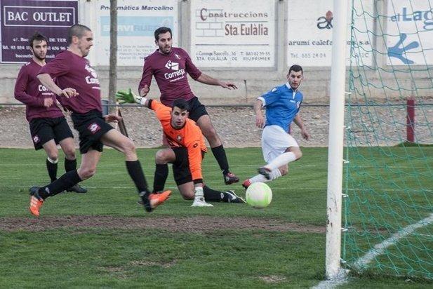 Jordi Díaz, 'Maka', en el moment en que aconsegueix el primer gol del Castellar
