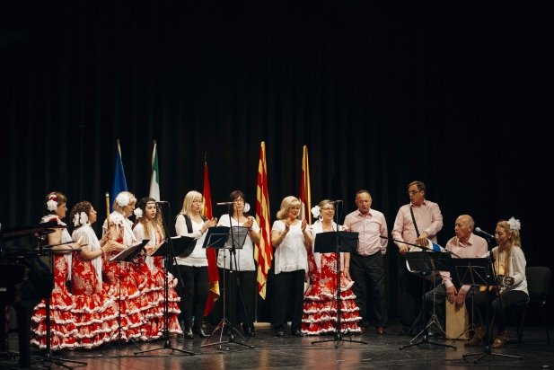 El cor Aires Rocieros Castellarencs durant la seva actuació