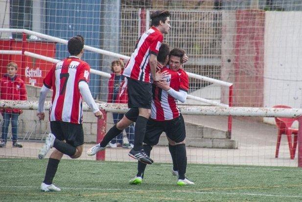 Els jugadors de la UE Castellar celebren un gol