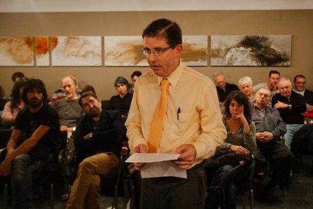 Jordi Fusté, de la CAL, va intervenir en el ple per demanar suport al Correllengua.    Q.P.