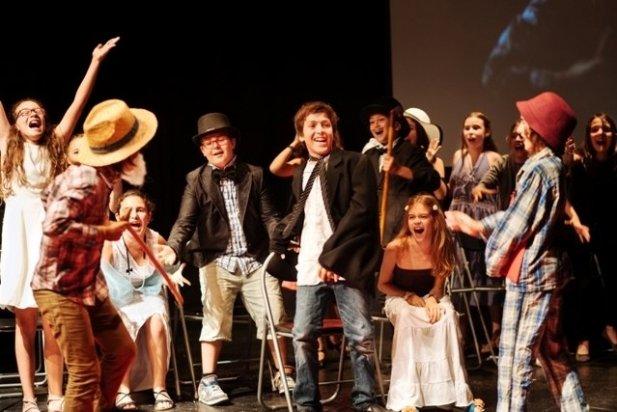 Una actuació de la 2a Mostra de Teatre Infantil i Juvenil el 2014_617x412