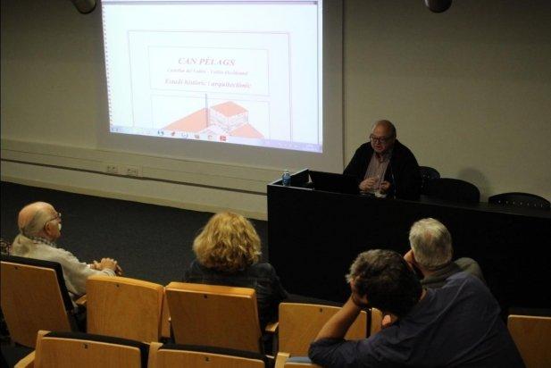 L'historiador E.Canyameres, durant la xerrada sobre Can Pèlags