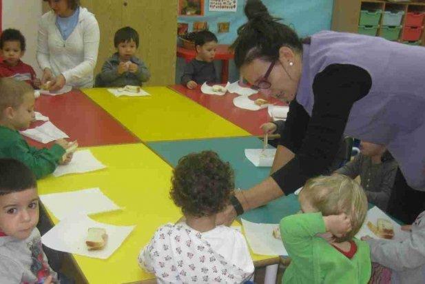 Nens i nenes de l'escola bressol El Coral en una imatge d'arxiu