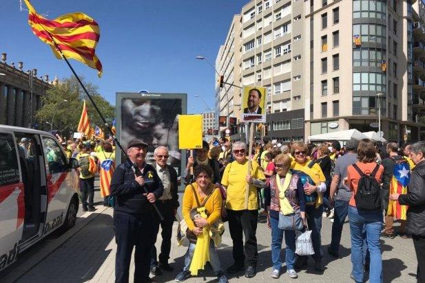 Part de la comitiva castellarenca a l'arribada a Barcelona