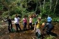 Els alumnes van fer un taller per treballar de manera lúdica els macroinvertebrats, la flora i els rastres de fauna