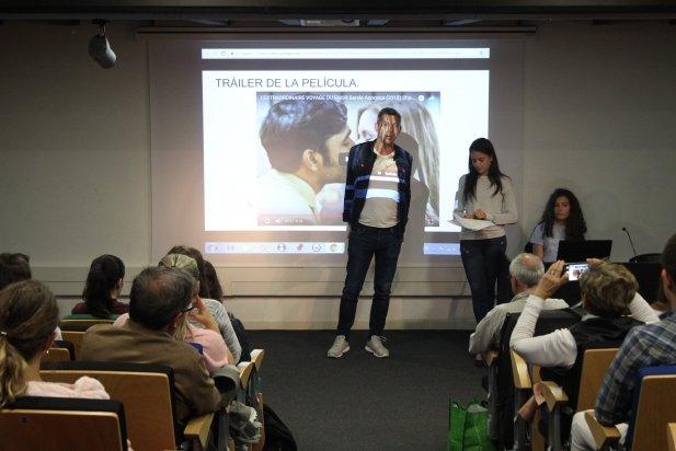 Romain Puértolas parla amb els alumnes de francès de l'INS Castellar.    M. A.