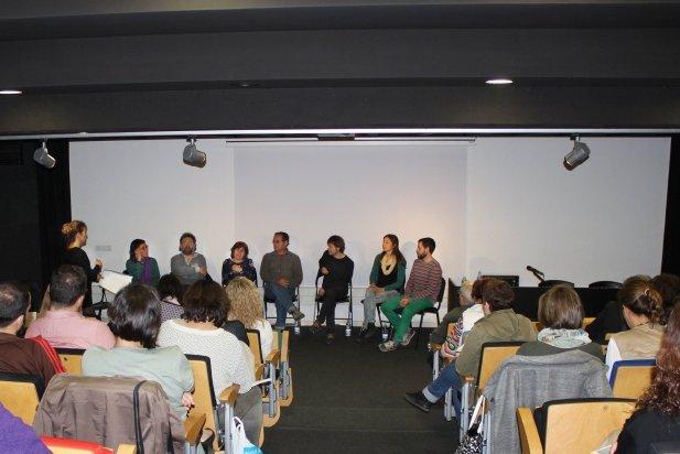 Alguns dels il·lustradors de la comarca van parlar de l'ofici, convidats per la Biblioteca Antoni Tort, a la Sala d'Actes d'El Mirador.