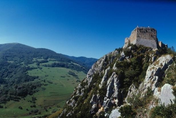 A la dreta, el castell de Montsegur, punt i final del Camí dels Bons Homes. || CEDIDA