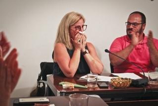 Pepa Martínez, emocionada en el seu comiat del consistori