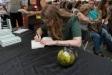 Natàlia Cerezo,  signant el seu llibre. || CEDIDA