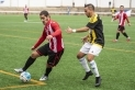 Jordi Torres lluita una pilota amb un rival al partit enfront la Grama.