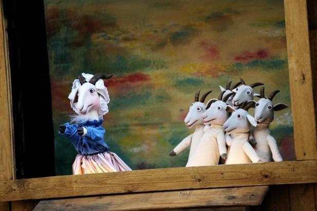 Les set cabretes, a l'espectacle 'El llop ferotge' de la Cia. del Príncep Totilau. || CEDIDA