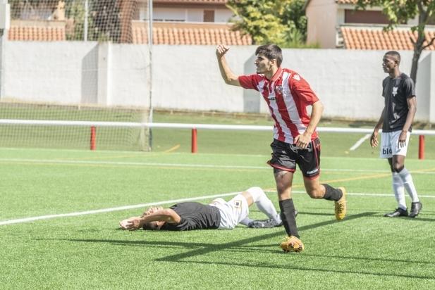 David López celebra la consecució d'un gol al Joan Cortiella, en una imatge d'arxiu.    A. San Andrés