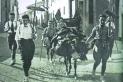 Membres de la Colla de Sabadell (a l'esquerra, Joan Oliver) a punt per pujar al campament de la font del Saüc.    CEDIDA