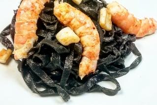 Pasta negra amb marisc. || QUINS FOGONS