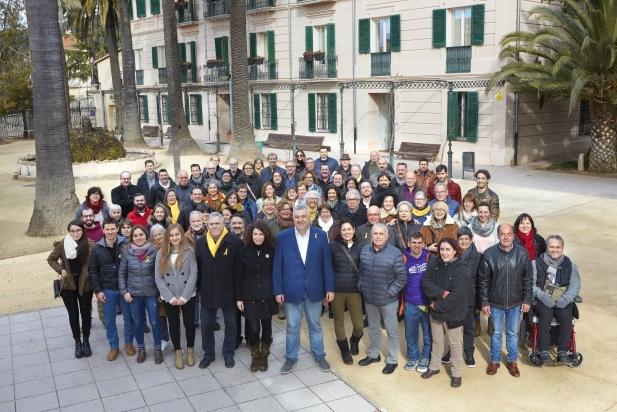 Foto de família de la candidatura i del grup de suport d'ERC a les pròximes eleccions. Al centre, Rafa Homet, cap de llista. || j. serra