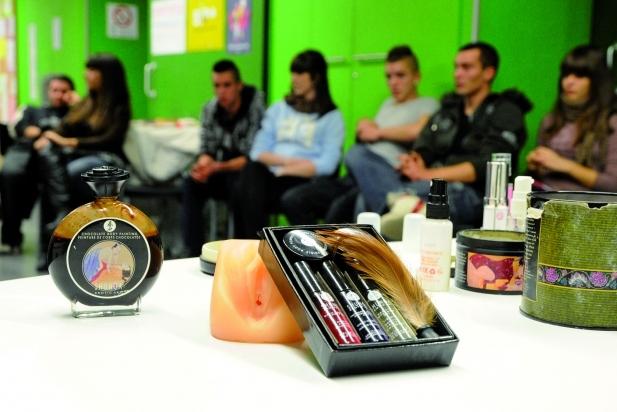 Productes sexuals en un dels tallers de tuppersex de Carmanyola Picant.  || CEDIDA