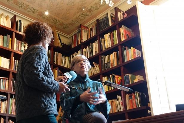 Gisela Pou presentava fa uns dies el seu nou llibre a Ràdio Castellar. || J. BATALLA