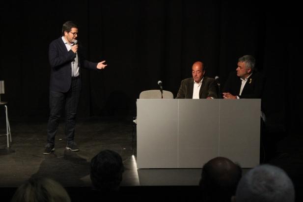 Albert durant la xerrada, acompanyat de Rebollo i Homet / C. Domene