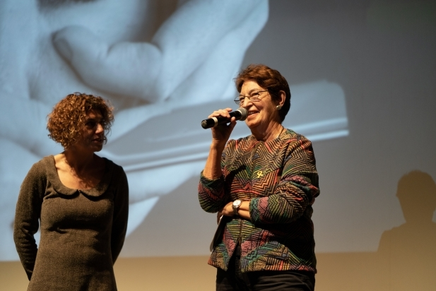 La militant antifeixista Roser Rius -dreta-, acompanyada de la periodista Marina Antúnez - Q.PASCUAL