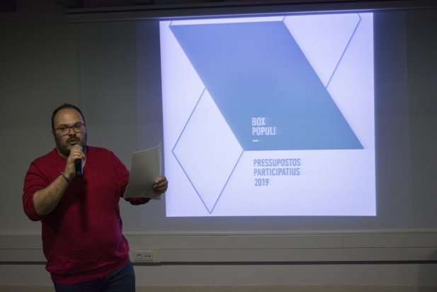 Dani Pérez, regidor de Govern Obert, en la presentació pública dels pressupostos participatius 2019. F. Muñoz