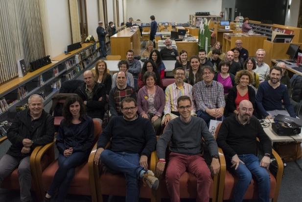 Foto de família amb bona part dels autors i autores dels versos seleccionats  / Ferran Muñoz