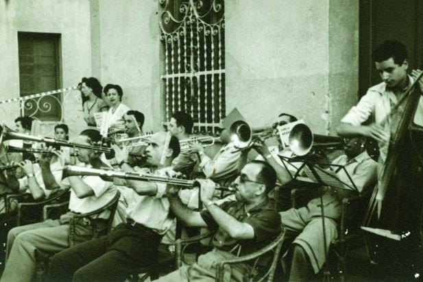 Sardanes a Les Arenes, vers el 1950-60, ||  Fons: Miquel Juliana Puigdomènech  || Autor: desconegut
