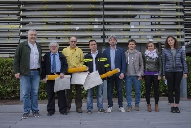Bombers, ADF i SERNA, recullen el premi als Valors Republicans amb D.Guiteras, R.Homet i membres de l'executiva local d'ERC - FM