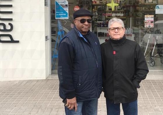 A l'esquerra el cap de llista dels comuns, Humberto Carrero, acompanyat d'un company de llista