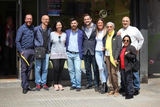 Pau Castellví, alcaldable de Junts per Castellar i candidat de JxCat al Congrés, i Míriam Nogueras, diputada i també candidata de JxCat al Congrés, acompanyats per membres de JxCastellar en un acte de campanya del 28-A - R.G.