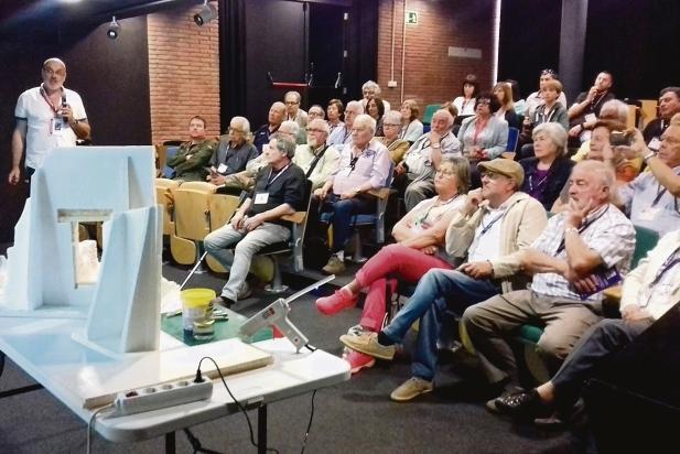 Conferència sobre il·luminació led a càrrec de Joan Juni, president del Grup Pessebrista de Castellar. || CEDIDA