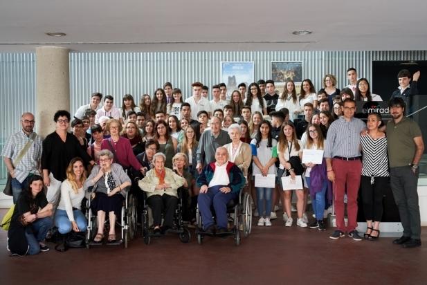 Foto de família dels protagonistes dels serveis comunitaris del curs 18-19. Foto: Q. Pascuali