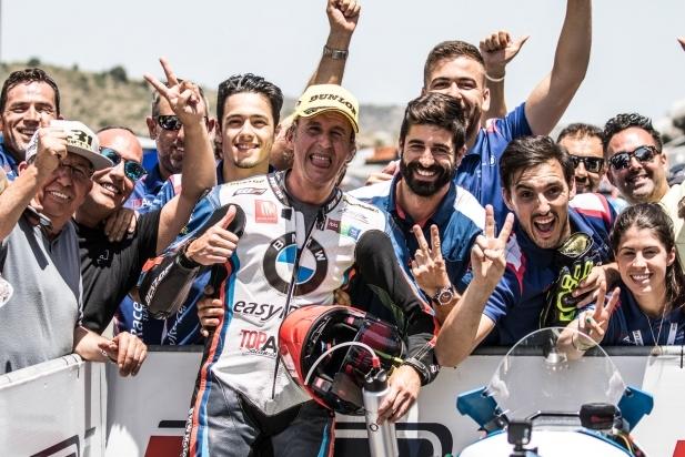 Carmelo Morales celebrant el segon lloc a València.