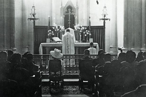 Casament castellarenc (1), 4 de març 1946. || FONS: Josep M. Ferrer Voltà