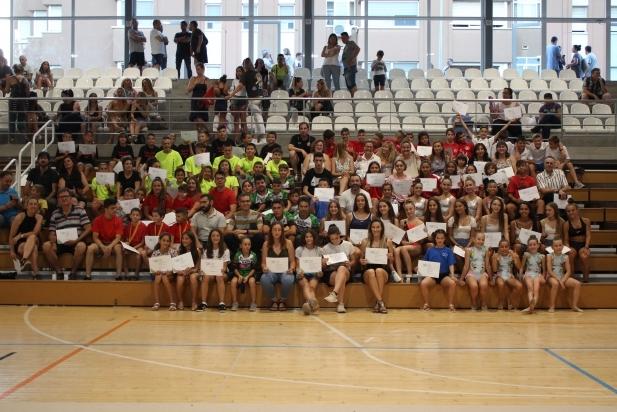 Al final de l'acte, els esportistes es van fer una foto de grup. R. Gómez