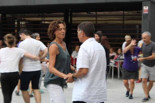 Ballada popular de SonaSwing a la plaça del Calissó per Festa Major - R.G.