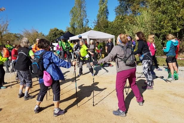 Algunes de les participants en la primera edició de la Marxa Nòrdica del Centre Excursionista.