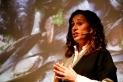 La biòloga Esther Garcés a la xerrada de l'Aula. I. Vizuete